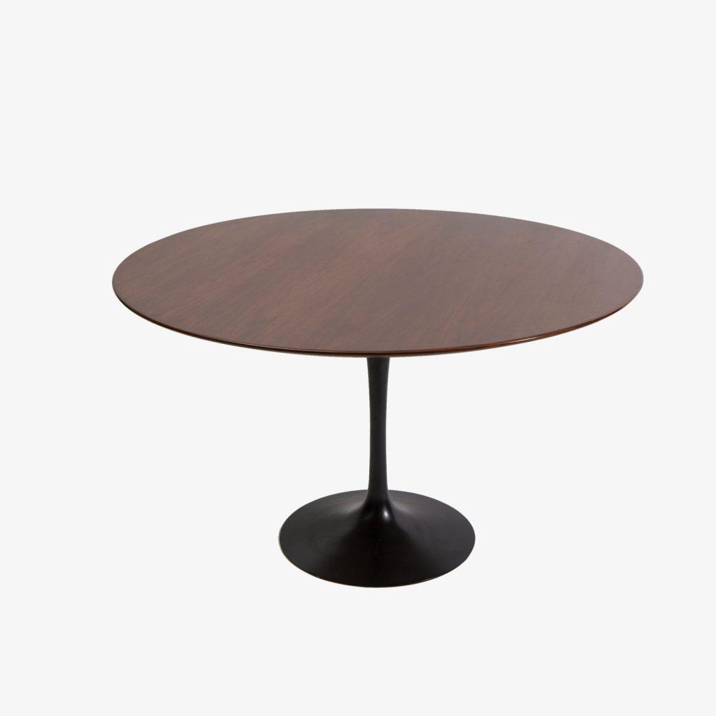 regenerationfurniture_431_eero_saarinen_walnut_dining_table_with_cast_iron_tulip_base_eero_saarinen_01